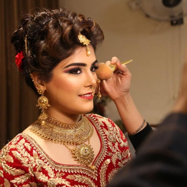 Artistry in Makeovers in Delhi
